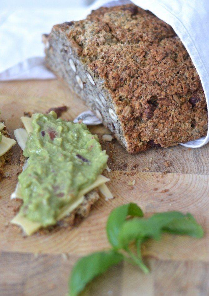 guacamole_gluteenitonleipä_glutenfree bread_yellowmood182