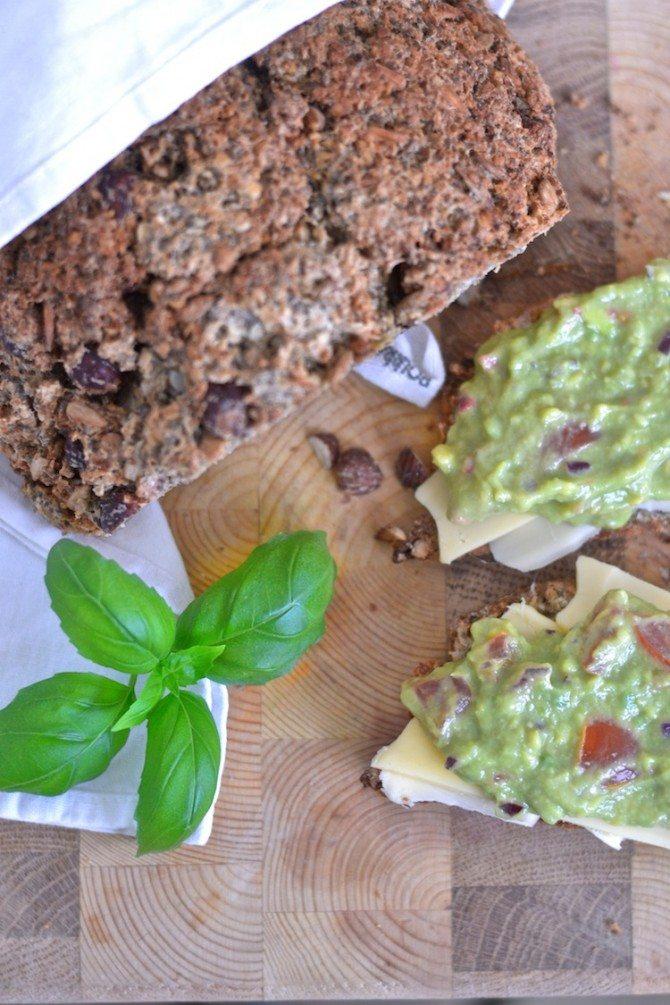 guacamole_gluteenitonleipä_glutenfree bread_yellowmood184