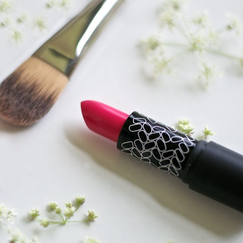 absolutioncosmetics-kisskiss-lipstick-luonnonkosmetiikka
