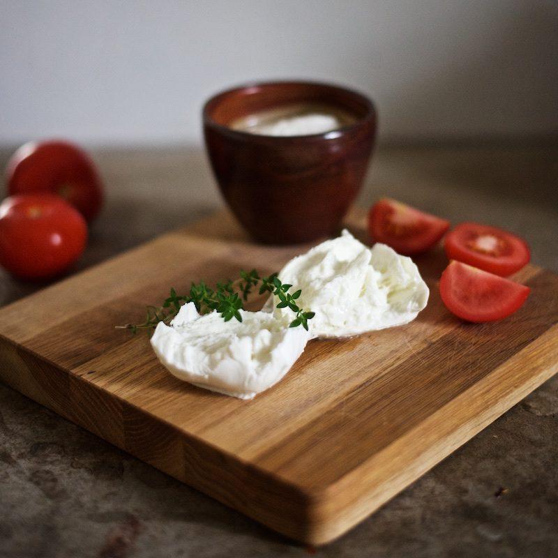 tomaatti-mozzarella-salaatti-helppo-gluteeniton-yellowmood 4